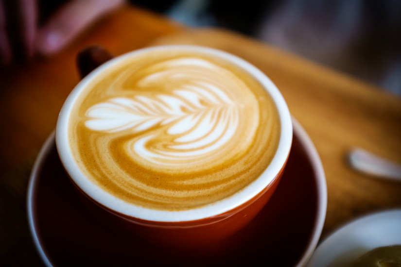 Jak podawać kawę w biurze - savoir-vivre dskexperts.pl