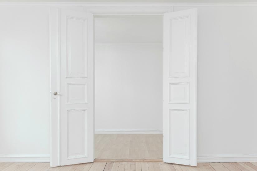 pukanie do drzwi savoir-vivre